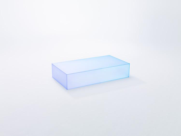Colección de mesas de cristal que Nendo expondra en Milán